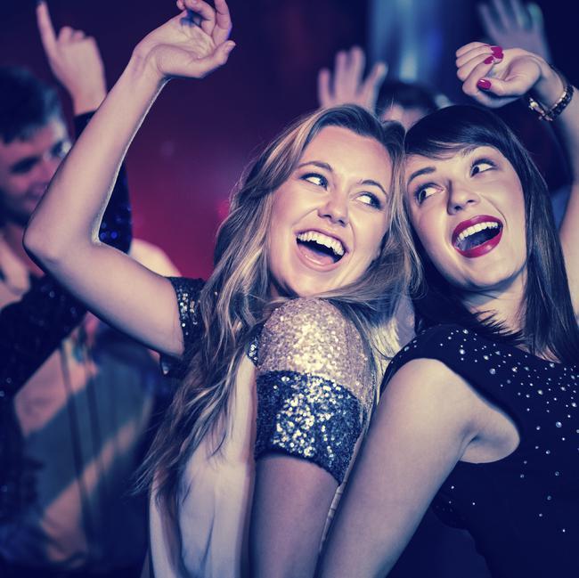 Pietiek taču vazāties pa tiem... Autors: Trakais Jēgers Stilīgi ir brīvdienās palikt mājās, nevis piedzerties klubiņā