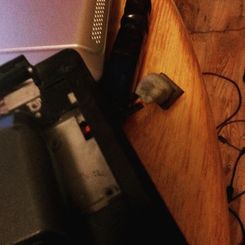 Izolējam ar speciālu elastīgo... Autors: Fosilija RM laptopa lodēšana, klaviatūras mainīšana un tīrīšana