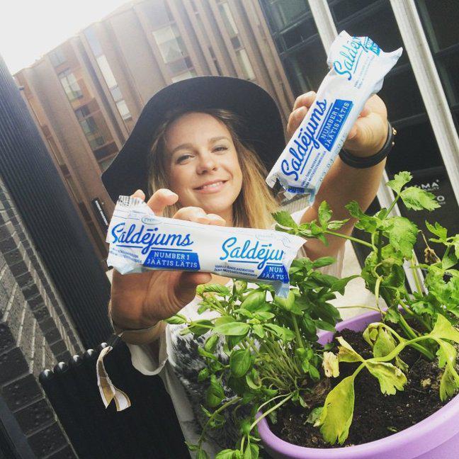 """Igauniete Instagramā dalās ar... Autors: ghost07 Igauņi masveidā izpērk ar latvisko nosaukumu """"Saldējums"""" gatavoto saldējumu"""