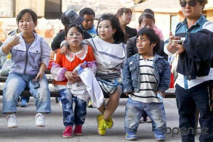 Autors: Lords Lanselots Īss un bez žēlastības - punduru ciemats Ķīnā!