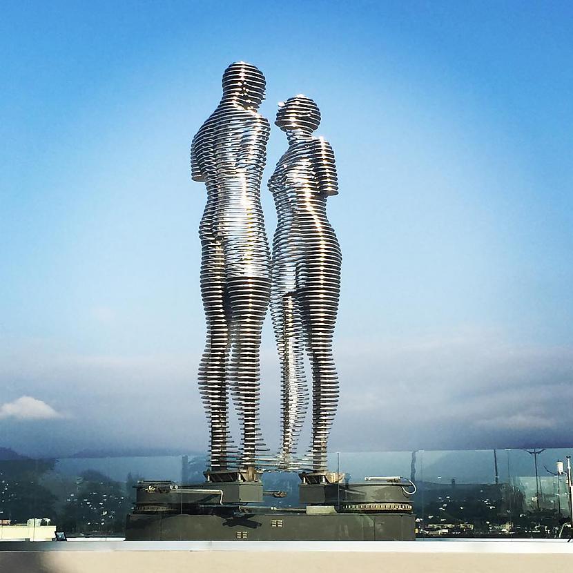 Autors: Mao Meow Traģisks mīlas stāsts parādīts ar 8 metrus augstām un kustīgām statujām!