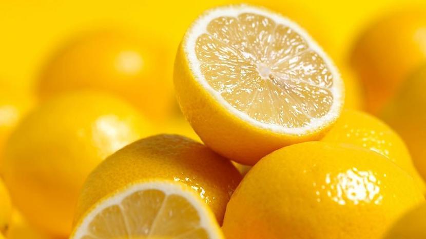 2 CitronsAr citrona pusīti... Autors: Dzhemaalis Daži veidi, kā pasargāt automašīnas stiklus no aizsvīšanas