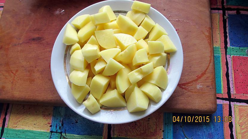 Pievienoju kartupeļus Autors: rasiks Rudens bačiņu zupa.