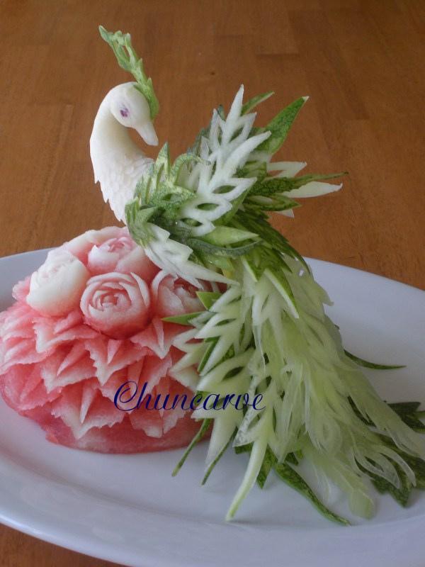 Tā rozā daļa taisīta no arbūza... Autors: KarInA906 Kādus brīnumus cilvēki tik netaisa #1