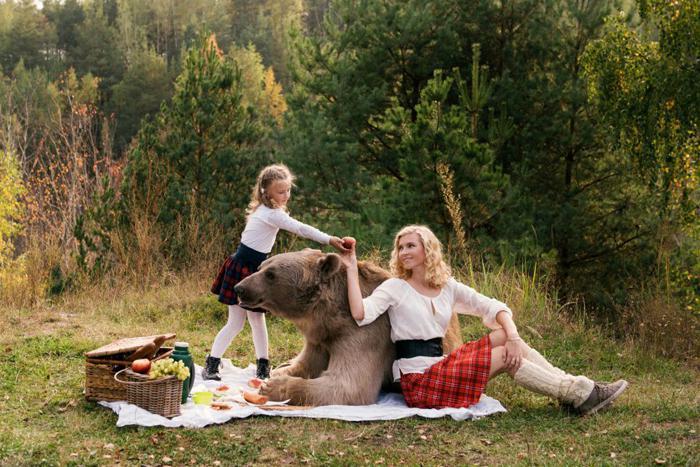 Autors: Lords Lanselots Only in Russia - modeles pozē ar lāci!