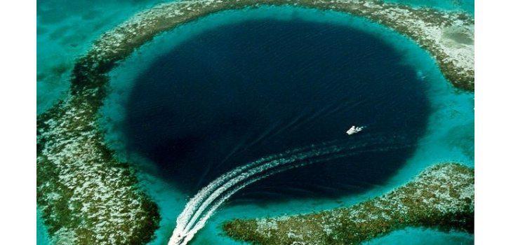 1 Lielais zilais caurums Autors: AELOE 5 dīvainākās vietas uz Zemes.