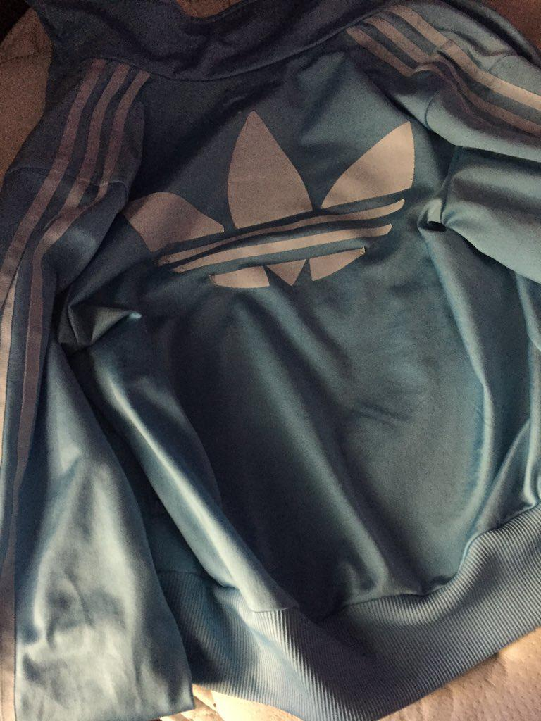 Autors: chuckbass Kādā krāsā ir jaka?