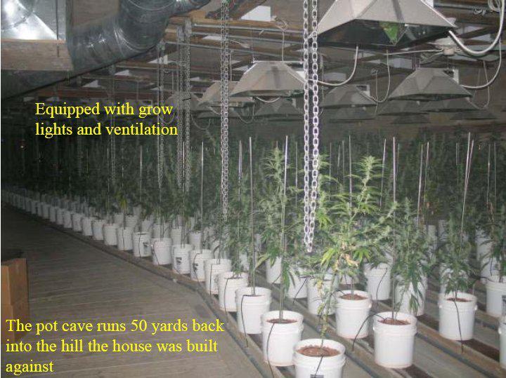 Un lūk vairākas telpas ar... Autors: Fosilija Marihuānas audzētava lauku mājā ŠOKS! Policija atklāj ko neiedomājamu!