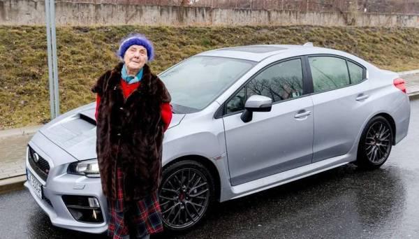 Kāda Polijas iedzīvotāja vārdā... Autors: WinstonXS Polijā 81 gadus vecā sieviete iegādājas jaunu Subaru ar 300 ZS!