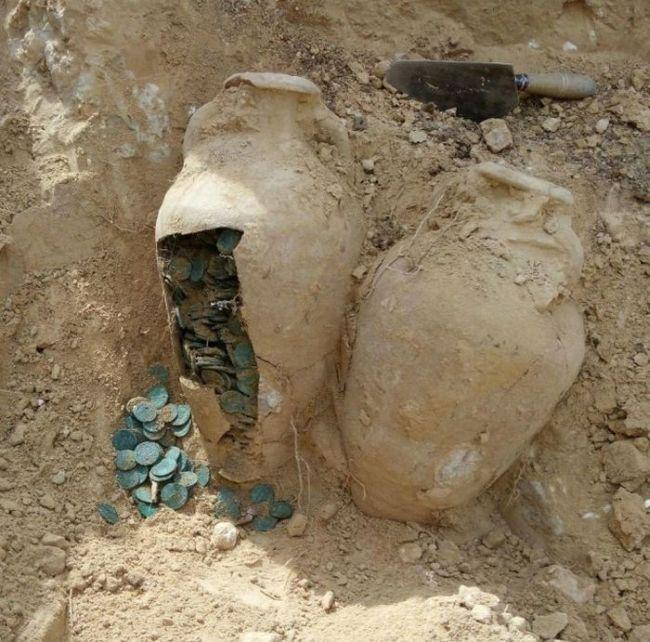 Kā izrādās scaronos podus sauc... Autors: rukšukskrienam Celtnieki netīšām atrada šādus podus pazemē