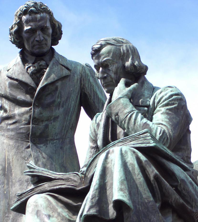 Brāļi Grimmi  Jākobs un... Autors: Trojas Helēna Brāļu Grimmu īstās pasakas.