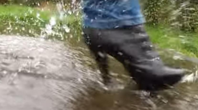 """Autors: Fosilija Reālās """"Lietus sandales"""""""