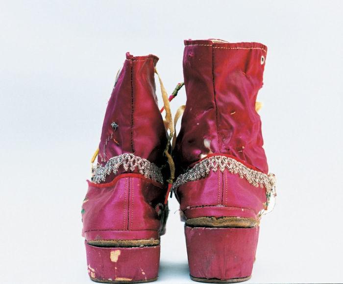Zābaciņi ar dekoratīvu... Autors: 100 A Noslēptā Frīdas Kalo garderobe, kuru atvēra pēc teju 50 gadiem!