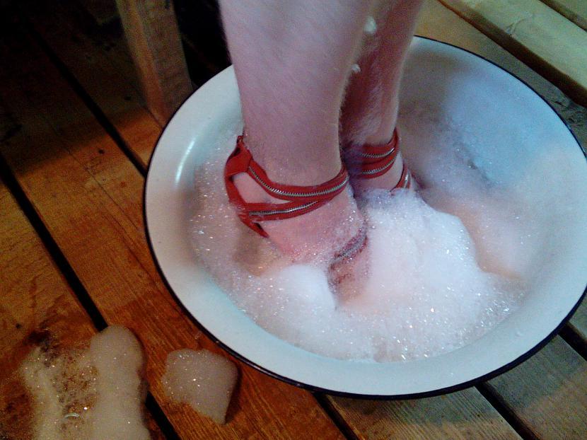 """Dayla Autors: Fosilija """"Lietus sandales"""": latvietes, kuras dara..."""
