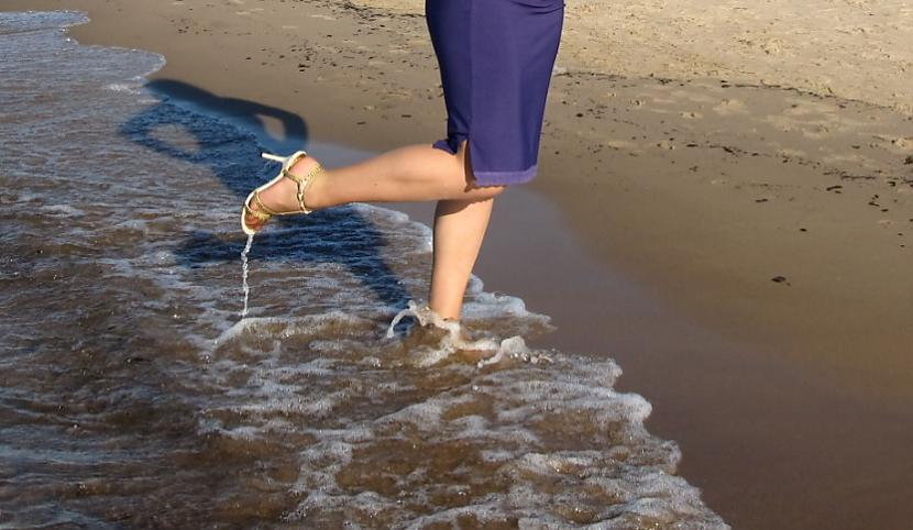 """Autors: Fosilija Blue Sea Ribbon - """"lietus sandaļu""""  jūras pastaiga"""
