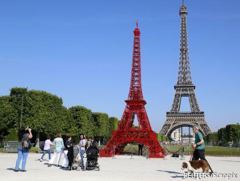 Caur Parīzi metot lokus no... Autors: Fosilija Parīzes fakti.