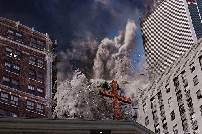 Dienvidu tornis dezintegrējas... Autors: slepkavnieciskais Īpaši 9/11 attēli, kurus, iespējams, nebūsi redzējis.