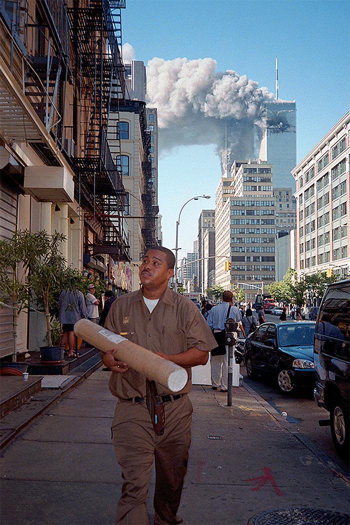 Scaronis vīrs turpināja darīt... Autors: slepkavnieciskais Īpaši 9/11 attēli, kurus, iespējams, nebūsi redzējis.