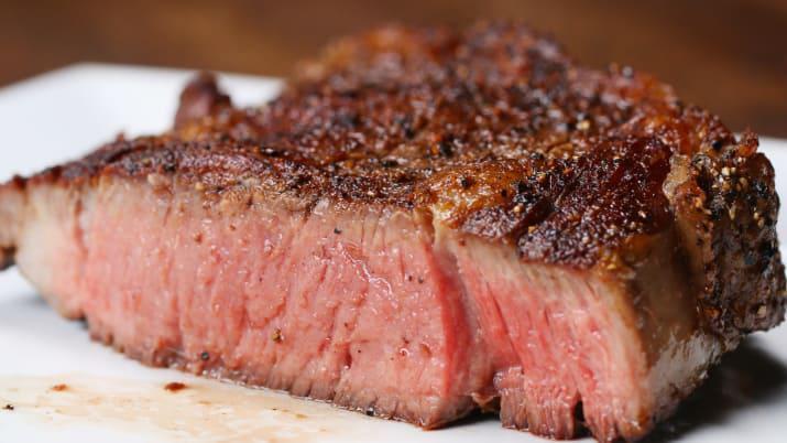 3 Gatavojiet ideālo steiku... Autors: A B3 5 life hax, kas atvieglos tavu dzīvi :)