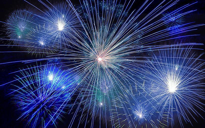 Skatīties salūtuScaronī laikam... Autors: Lestets Kā sagaidīt Jauno gadu?