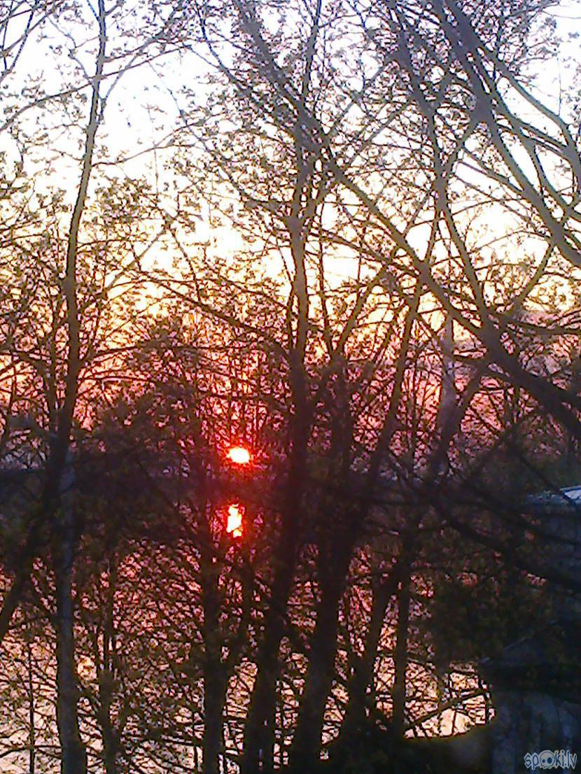 Kad saule sarkanīgi rietUn... Autors: ezkins Noskaņu variācijas