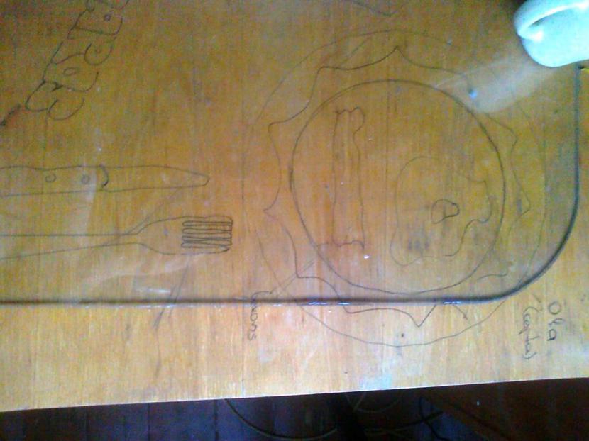 Autors: matilde Radošākie uzraksti un zīmējumi uz skolas galdiem