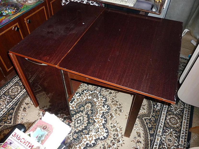 """Vai atpazīstat saliekamo galdu... Autors: Lestets Šausmas ar nosaukumu """"padomju mēbeles"""""""