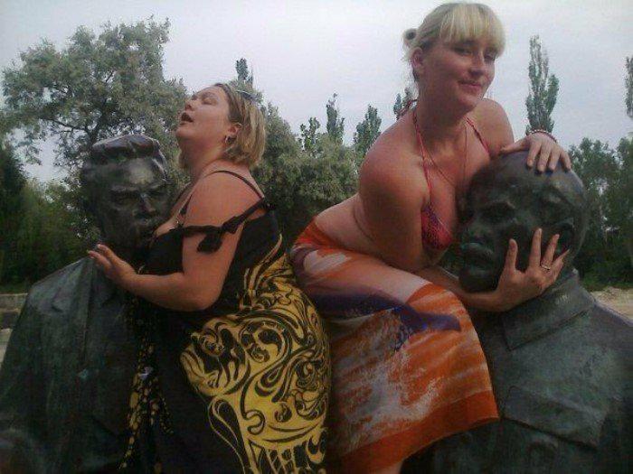 Uzkāpām nu varam sabočot savus... Autors: Fosilija Jocīgi, bet sievietes vienmēr grib kaut kur uzkāpt...