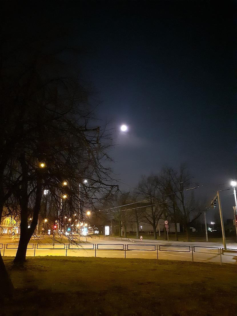Paejot dažus metrus nostāk Autors: Drakonvīrs Pilnmēness plkst 4 - 4.30, un saullēkts...