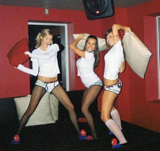 Autors: Puišelis69 Jautrām meitenēm patīk negantas spilvenu cīņas