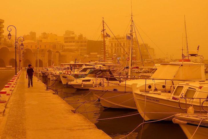 Krētas salu ir aprijis putekļu... Autors: Lestets Neticami, ka šīs 30 fotogrāfijas ir uzņemtas tepat uz Zemes