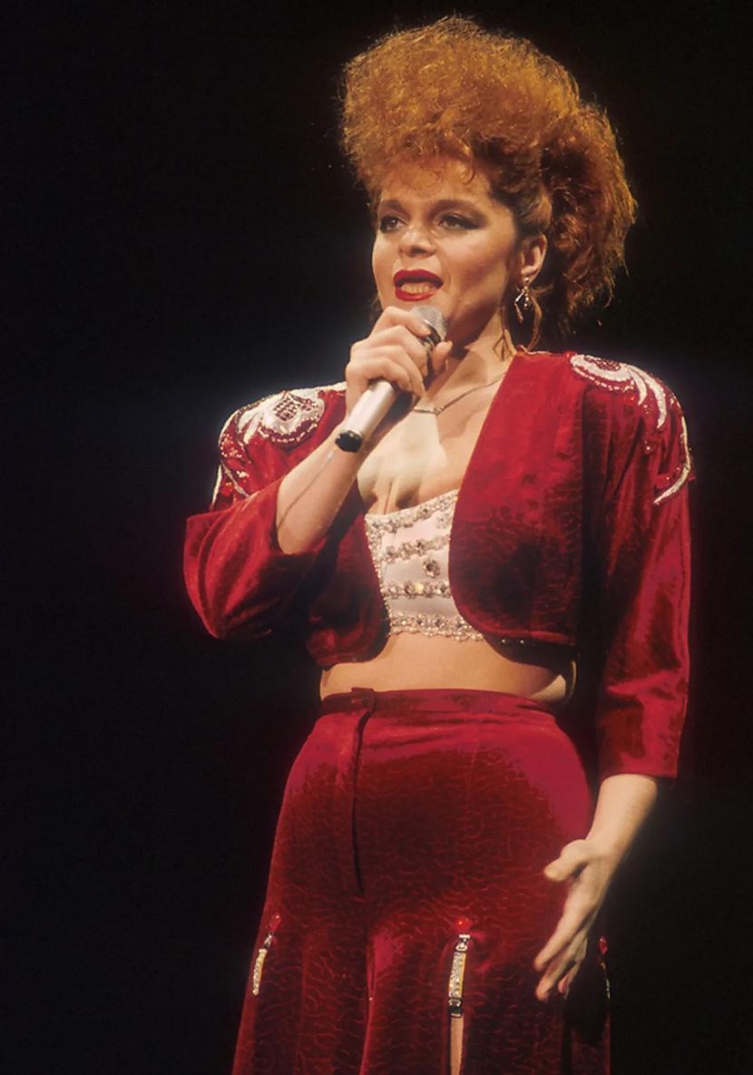 Larisa Dolina Modē bija arī... Autors: Zibenzellis69 Kā Krievijas slavenības tērpās 20. gadsimta 90. gados (18 fotogrāfijas)