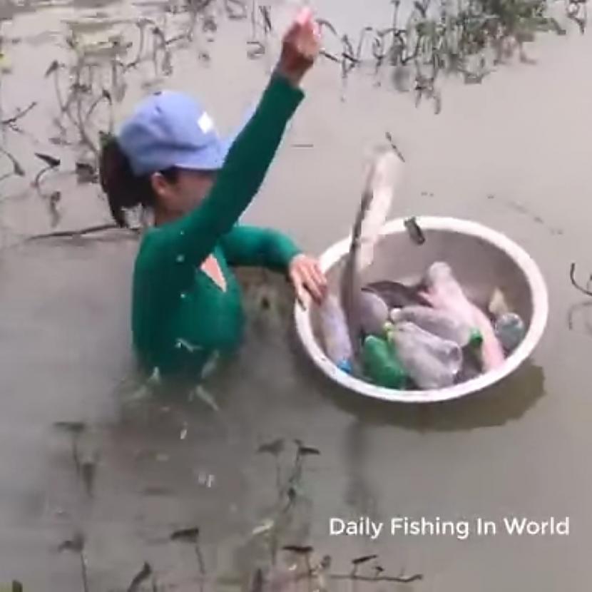 Autors: Zibenzellis69 Varbūt dosimies ķert zivis ...