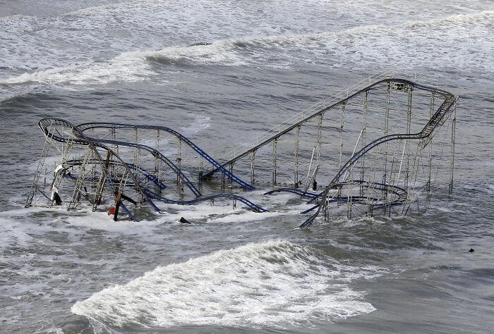 Viesuļvētra Sendija burtiski... Autors: Lestets Cilvēka veidoti zemūdens objekti, kas liks bailēs peldēt prom