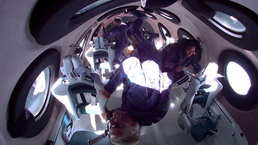 Brensona uzņēmuma quotVirgin... Autors: matilde Britu miljardieris Ričards Brensons svētdien devās savā pirmajā kosmosa lidojumā