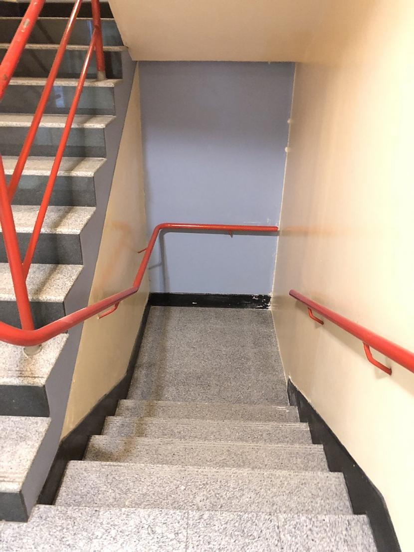Pilnīgi bezjēdzīgas kāpnes... Autors: The Diāna 16 slimnīcas ar ļoti dīvainu dizainu